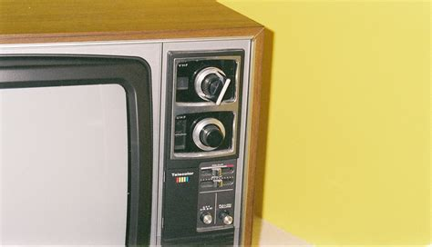 VHF or UHF, changing channels on old analogue TV, channel